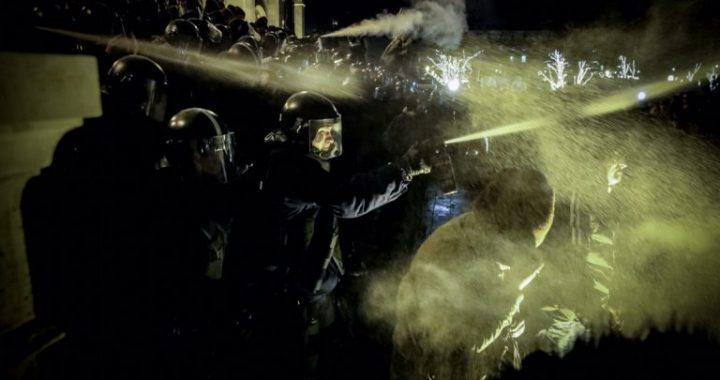 Vengrijoje – darbininkų ir studentų protestai prieš darbuotojų teisių suvaržymus