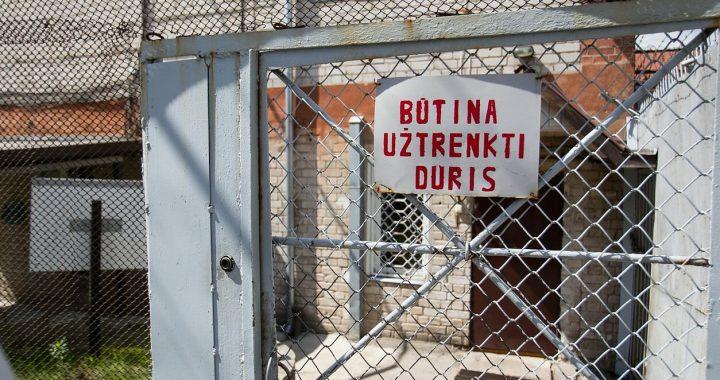 """Smurtas Jurbarke: """"sodinti"""" nusikaltėlius ar stiprinti vyrų krizių centrus?"""