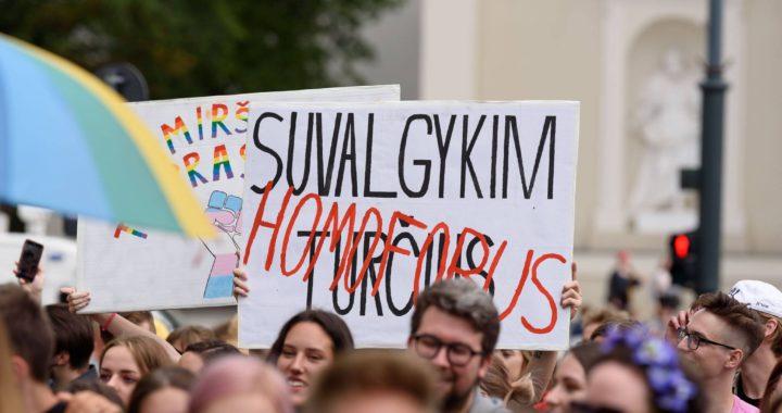 """""""Švęsiu tada, kai bus ką švęsti"""": dvi kalbos iš Vilnius Pride 2020"""