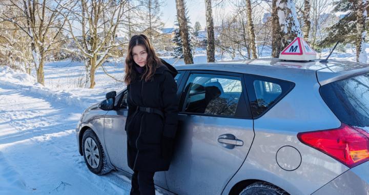 Vairavimo instruktorė – apie mokinius, atlygį, įtampą, saugumą ir lyčių lygybę kelyje