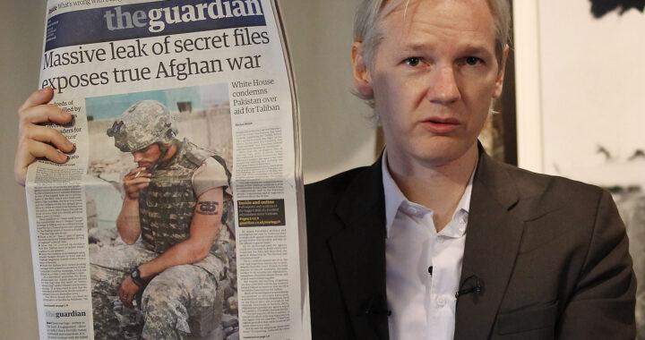 Julianas Assange'as: nusikaltėlis ar kankinys, tapęs spaudos laisvės simboliu?